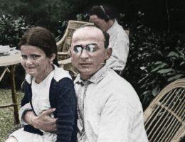 """Swietłana Alliłujewa na kolanach Berii w 1935 roku. Zdjęcie pochodzi z materiałów promocyjnych książki Rosemary Sullivan zatytułowanej """"Córka Stalina"""" (Znak Horyzont 2017)."""