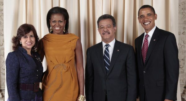 Na Dominikanie całkowity zakaz aborcji wprowadzono za prezydentury Leonela Fernándeza. Na zdjęciu z żoną, prezydentem Barackiem Obamą, i amerykańską Pierwszą Damą (zdj. Official White House Photo by Lawrence Jackson, źródło: domena publiczna).
