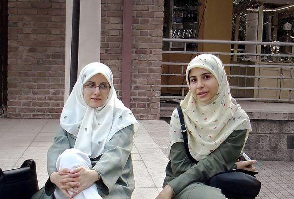 W pierwszych latach XXI wieku, za sprawą liberalnych reform Sajjeda Mohammada Chatamiego, sytuacja kobiet zaczęła stopniowo się poprawiać. Wciąż pozostaje jednak jeszcze wiele do zrobienia (zdj. Hamed Saber, lic. CC BY 2.0).