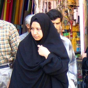 Kobiety we współczesnym Iranie wciąż walczą z dyskryminującym je prawem. W ostatnich latach głównym przedmiotem sporu jest polityka prorodzinna (zdj. Zoom Zoom from Beijing, lic. CC BY-SA 2.0).
