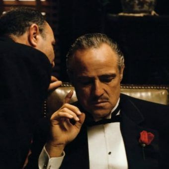"""Czy dzisiejsza mafia działa podobnie, jak ta przedstawiona w """"Ojcu chrzestnym""""? (źródło: kadr z filmu Francisa Forda Coppoli """"Ojciec chrzestny"""")."""
