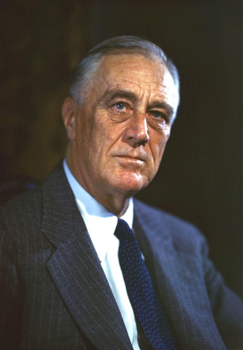 Nóż do otwierania listów z ludzkiej kości jako prezent dla prezydenta USA? Czemu nie. Na zdjęciu prezydent Franklin D. Roosevelt (źródło: FDR Presidential Library & Museum; lic. CC BY 2.0).