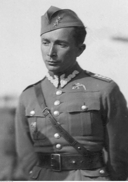 """Pułkownik Jerzy Bajan zatwierdził """"Osiągnięcia polskich pilotów myśliwskich w drugiej wojnie światowej"""". Na zdjęciu z lat 30. jako kapitan Wojska Polskiego."""