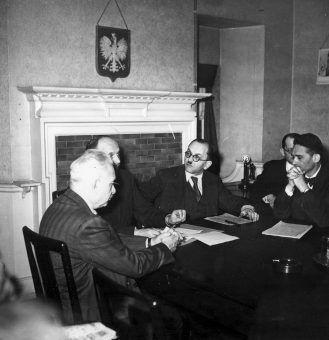 Posiedzenie Rady Pomocy Żydom, rok 1944 (źródło: domena publiczna).