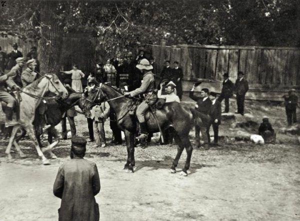 Przemarsz przez Kongresówkę wbrew legendzie był pasmem nieszczęść... Na zdjęciu wkroczenie I kompani kadrowej do Kielc 12 sierpnia 1914 roku (domena publiczna).