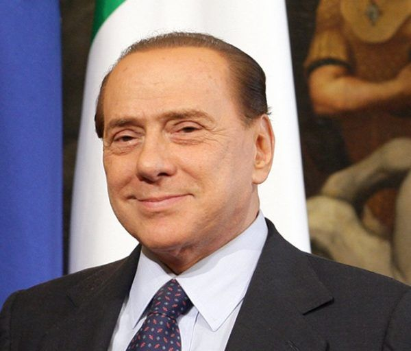 We włoskiej polityce często padają oskarżenia o kontakty z mafią. Jednym z podejrzanych o to polityków jest także były premier, Silvio Berlusconi (źródło: domena publiczna).