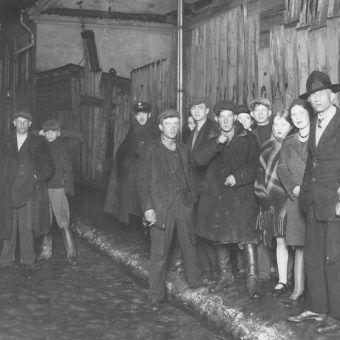 W przedwojennej Warszawie były dzielnice, po których spacer nocną porą był gwarantem utraty portfela a czasami też zdrowia lub życia (źródło: domena publiczna).