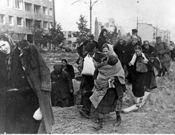 Nie wszyscy komendanci Armii Czerwonej grabili i gwałcili. Byli też tacy którzy organizowali szpitale dla byłych więźniów obozów.