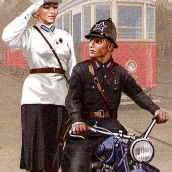 Enkawudzista na motocyklu i milicjantka. Znaczek pocztowy z 2013 roku. Mundury narysowano według wzorów z 1934 roku.