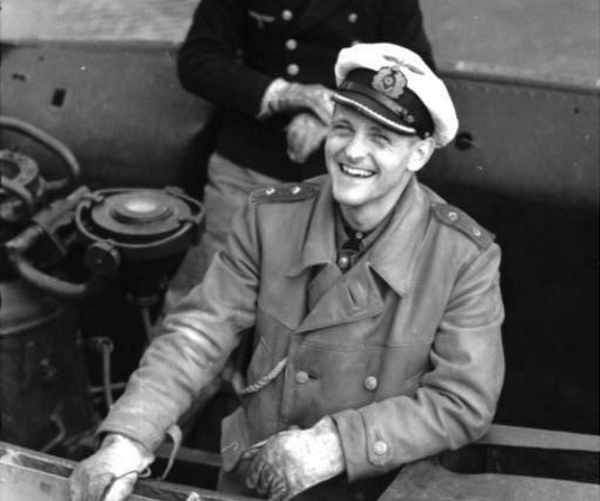 Erich Topp nie tylko torpedował alianckie okręty ale też ostrzeliwał szalupy pełne rozbitków.