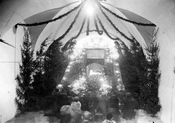 Wielu Polaków szukało spokoju w kościołach.