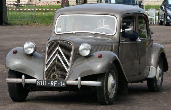 Citroën Traction Avant - samochód często używany w Ministerstwie Bezpieczeństwa Publicznego. Czy ktokolwiek z AK-owców mógł zasiąść za jego kółkiem?