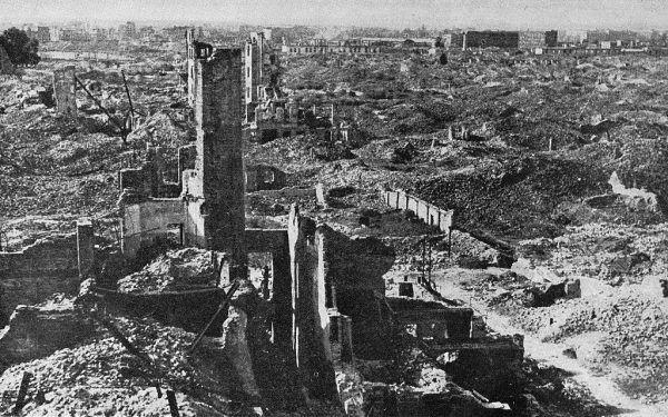 Obraz Warszawy w 1945 roku nie nastrajał do świętowania.