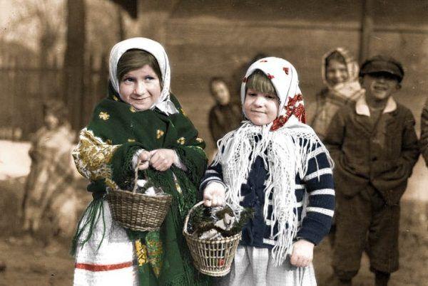 Wiele miast i wsi jeszcze przed Wielkanocą 1945 roku zostało splądrowanych przez Sowietów. Mimo tego, mieszkańcy tych miejscowości starali się kultywować tradycje.
