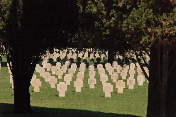Niemiecki cmentarz wojenny w Pomezii. Tutaj również spoczywają szczątki polskich żołnierzy walczących w bitwie o Monte Cassino.