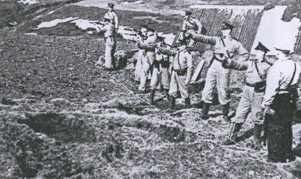 Islandia nie miała własnych sił zbrojnych, które mogłyby walczyć z Brytyjczykami. Opór mogliby stawić jedynie policjanci. Na zdjęciu z 1940 roku trenują strzelanie.