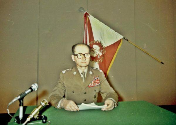 Polskie władze, z generałem Jaruzelskim na czele, bardzo chętnie handlowały bronią z terrorystami i dyktatorami. Liczył się przecież dopływ tak potrzebnych dewiz.