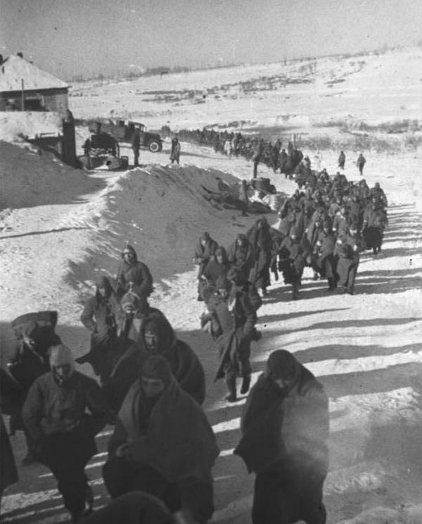 Po klęsce pod Stalingradem Niemcy potrzebowali uzupełnień. W związku z tym w szeregach Wehrmachtu znalazły się setki tysięcy Polaków.