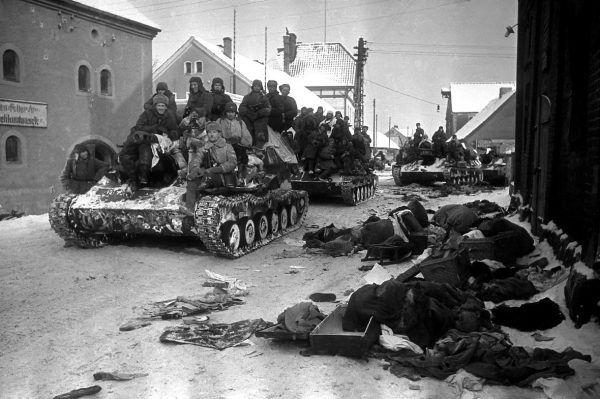 Wkraczający czerwonoarmiści szybko zaczęli przerażać Polaków.