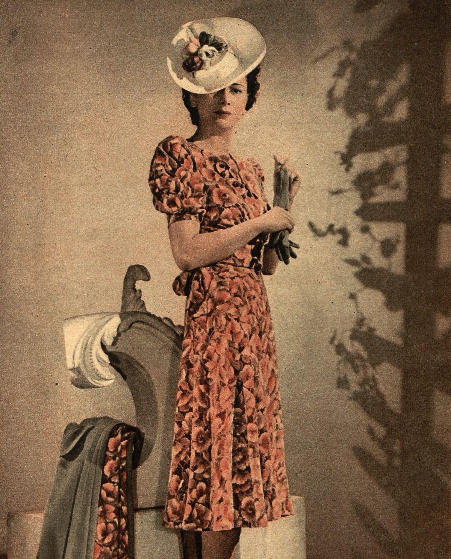 Nawet kobiece stroje były cennym łupem dla Sowietów.