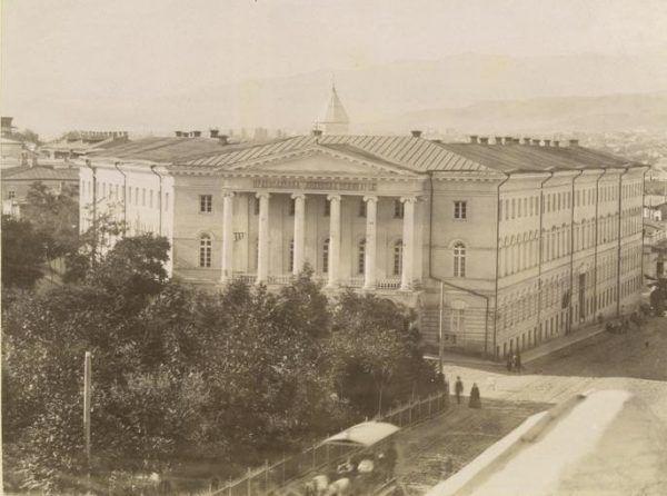 To budynek w którym uczył się i modlił Iosif Dźugaszwili .