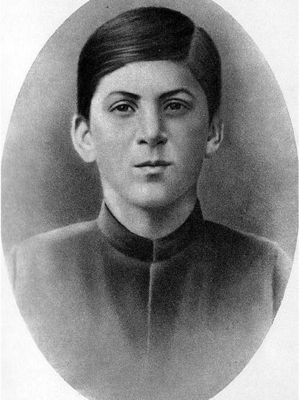 Tak wyglądał Iosif Dżugaszwili, kiedy zaczynał naukę w seminarium.