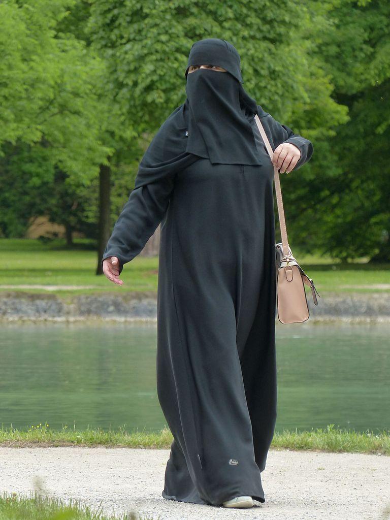 Burki są noszone przez muzułmańskie kobiety nie tylko na terenie Afganistanu.