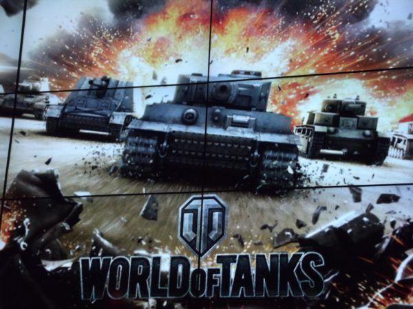 """Wyczyn Orlika docenili twórcy gry """"World of Tanks"""". Zdjęcie zrobione podczas Intel Extreme Masters 2013 w katowickim Spodku."""
