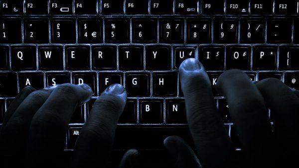 Niesprawdzone informacje to potężna broń, którą bez wahania do swoich celów wykorzystuje Rosja.
