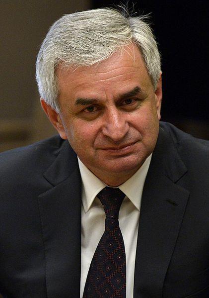 Raul Chadżimba to zaufany człowiek Putina w Abchazji.