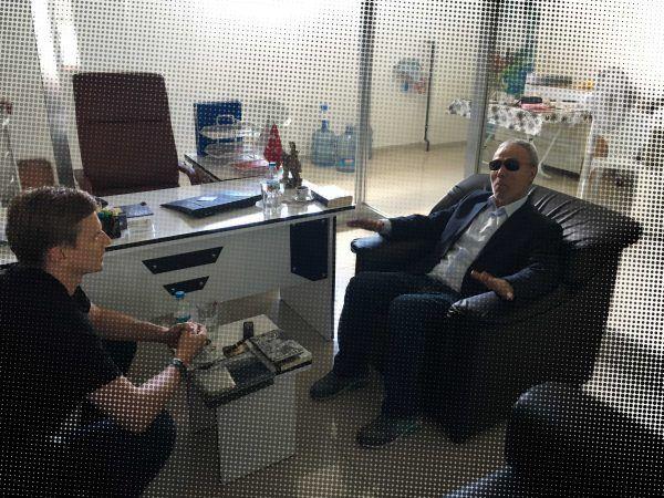 Jacek Tacik w rozmowie z Mehmetem Ali Agcą.