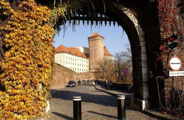 Baszta Senatorska to drugie miejsce na Wawelu, w którym znajdowały się udogodnienia do załatwiania potrzeby...