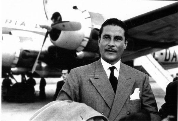 Oskarżenia o gwałt nie uniknął Errol Flynn, amerykański aktor australijskiego pochodzenia.