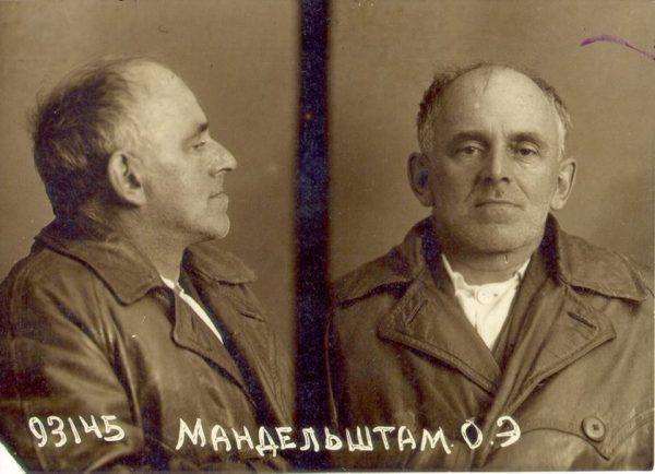 Osip Mandelsztam na zdjęciu zrobionym przez funkcjonariuszy NKWD w 1938 roku, kiedy został aresztowany ostatni raz.