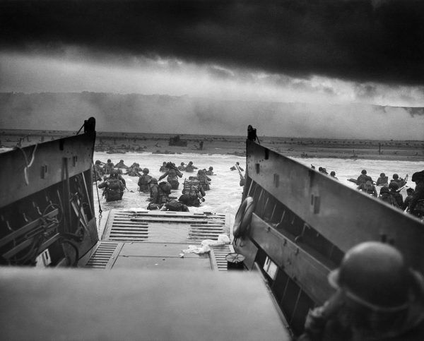 Violette ruszyła na śmiertelnie niebezpieczną misję, aby zdążyć z przeszkoleniem członków francuskiego ruchu oporu jeszcze przed alianckim desantem w Normandii.