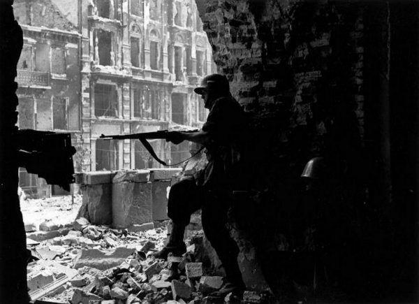 Zażarte walki o każdy budynek były równoznaczne ze zniszczeniem całych dzielnic.