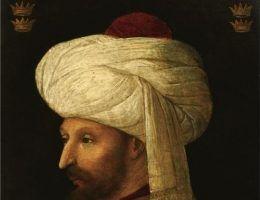 Swoimi podbojami, Sułtan Mehmed II Zdobywca, zasłużył sobie na miejsce wśród najwybitniejszych dowódców wojskowych w historii. Powyżej jego portret autorstwa włoskiego malarza Gentile Belliniego z 1480 roku.