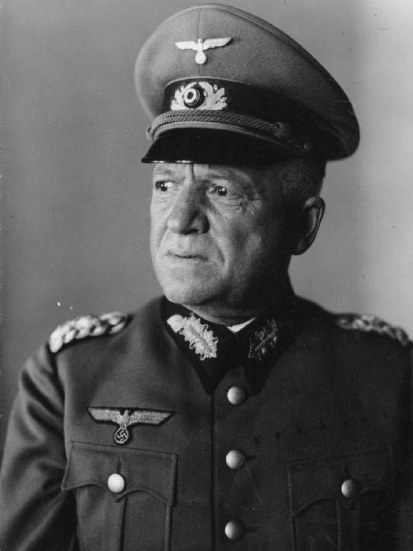 Wilhelm Adam był jednym z najbliższych współpracowników Friedricha Paulusa podczas wojny z ZSRR.