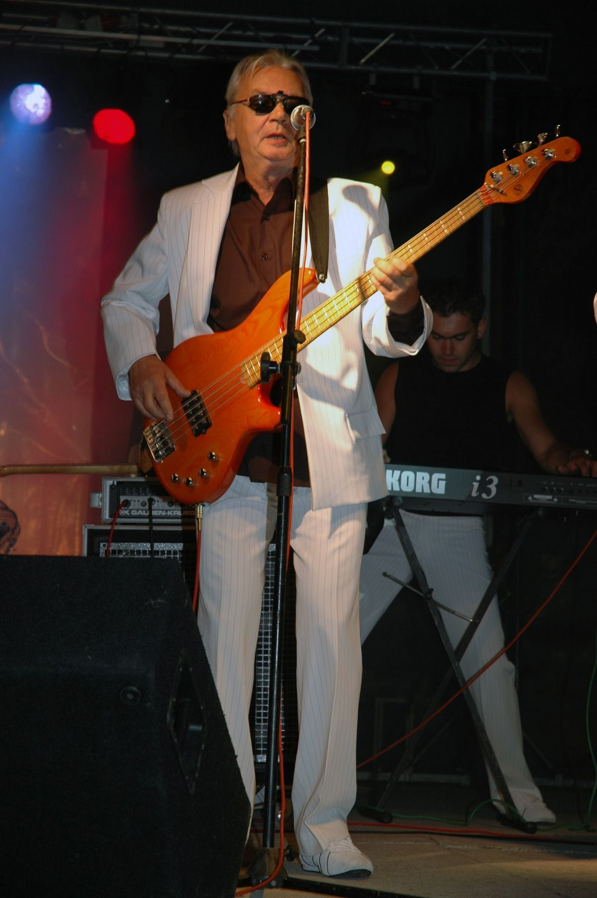 Aby uniknąć poboru basista Czerwonych Gitar Henryk Zomerski ukrywał się pod zmienionym nazwiskiem. Nie na wiele się to zdało. Powyżej Zomerski na zdjęciu z 2006 roku.