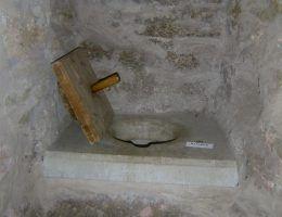 Gdanisko w estońskim zamku Vao vasallilinnus. Toaleta królewska na Wawelu wyglądała podobnie.