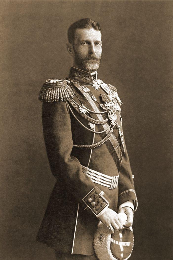 Wielki książę Siergiej Aleksandrowicz Romanow zasłynął jako represyjny generał-gubernator Moskwy podczas wojny rosyjsko-japońskiej.
