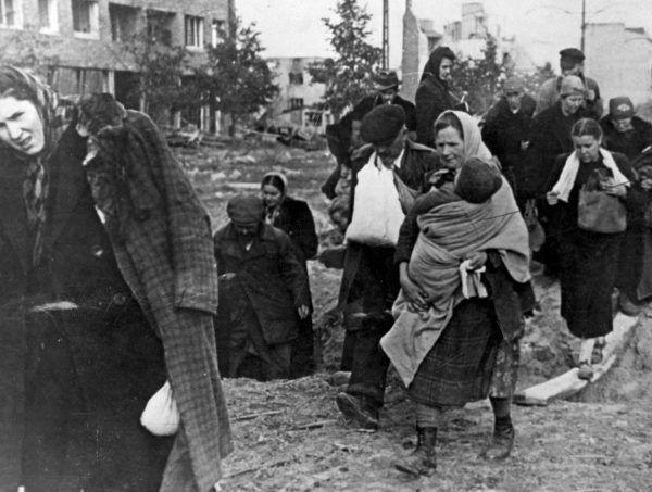 W pobliżu żołdaków Armii Czerwonej nikt nie mógłe czuć się bezpiecznie. Ani wiekowe kobiety, ani małe dziewczynki.