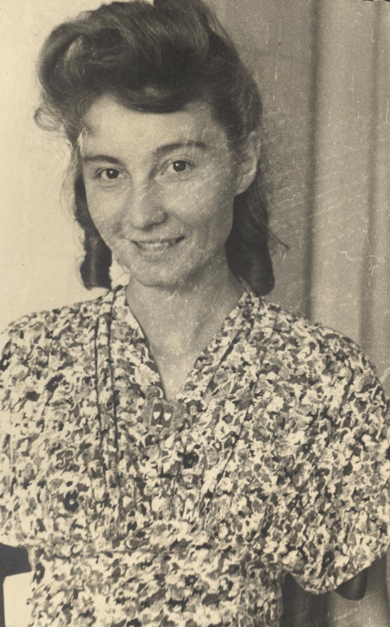 """Alicja Wnorowska tuż przed wojną. Fotografia z książki """"Dziewczyny wojenne"""" (Znak Horyzont 2017)."""