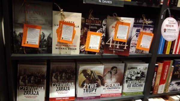 Tuż obok książek w promocji znajdziecie też publikacje z serii Ciekawostek Historycznych.pl.