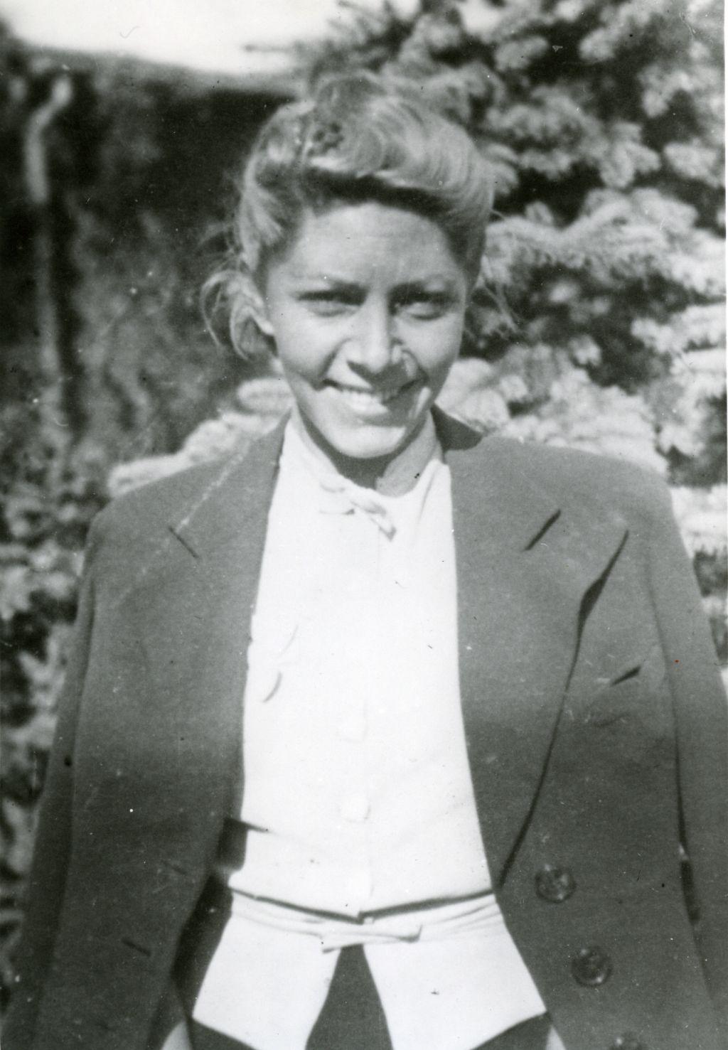 """Jadwiga Wolska, fotografia z 1943 r. Zdjęcie pochodzi z książki """"Wielka Księga Armii Krajowej"""" (Znak Horyzont 2015)."""