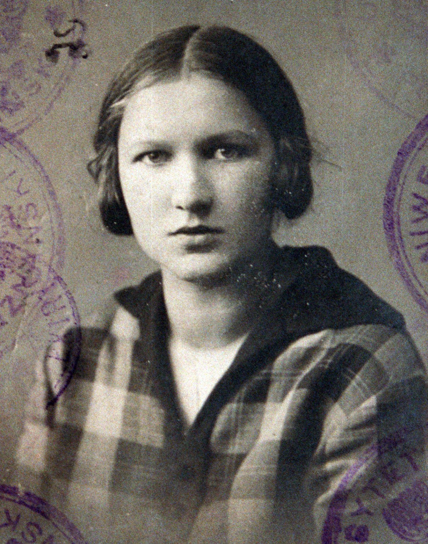 """Elzbieta Zawacka """"Zo"""". Fotografia pochodzi z książki """"Wielka Księga Armii Krajowej"""" (Znak Horyzont 2015)."""