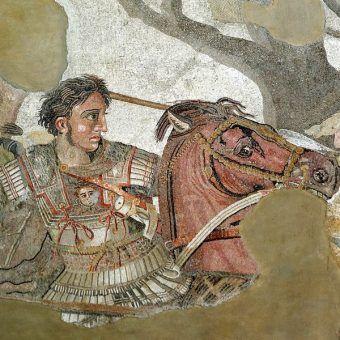 Jeden z największych zdobywców w historii ludzkości zmarł nagle w wieku niespełna 33 lat. Czy wiadomo co zabiło Aleksandra Wielkiego? Na ilustracji fragment mozaiki z Domu Fauna w Pompejach.