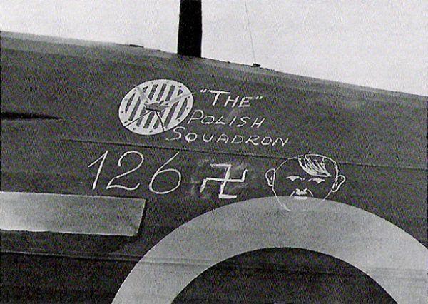 """""""126 Adolfów"""" zestrzelonych przez Dywizjon 303 podczas Bitwy o Anglię. To starcie zapewniło jednostce jedno z pierwszych miejsc wśród myśliwskich dywizjonów biorących udział w wojnie."""