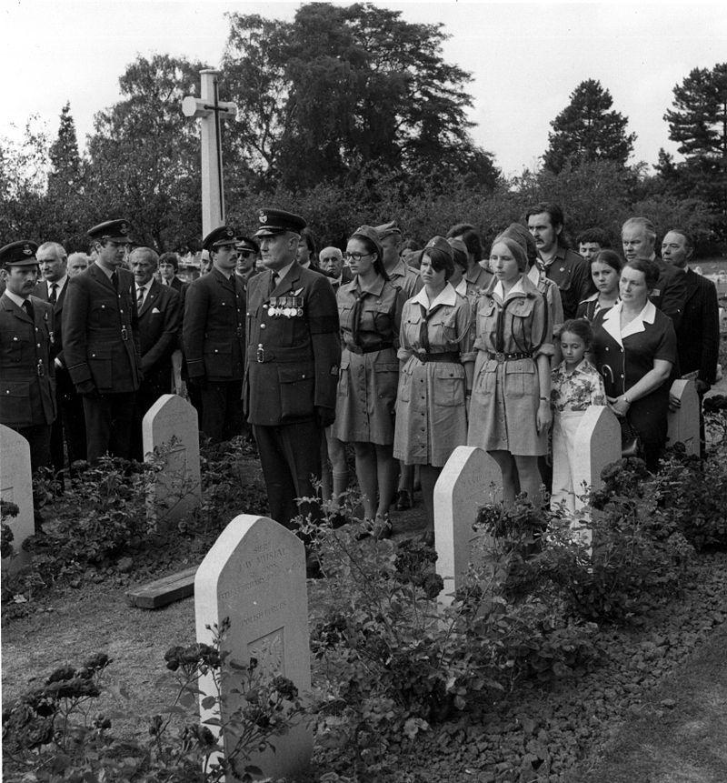 Franciszek Gruszka był nie tylko porucznikiem i uczestnikiem Bitwy o Anglię, ale i jednym z pierwszych lotników, którzy latali na spitfire'ach. Pochowany został na cmentarzu w Northolt.