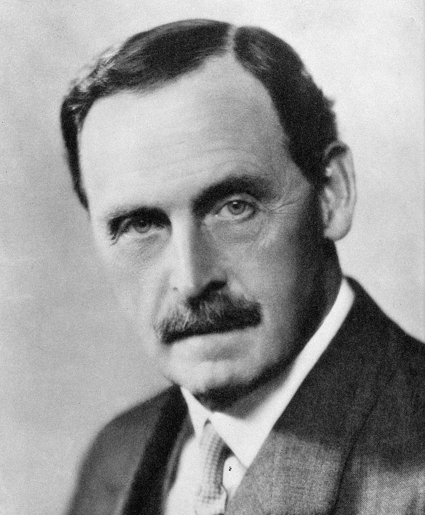 Bertrand Dawson był lekarzem brytyjskiej rodziny królewskiej od 1907 r., a w latach 1931-1937 – przewodniczącym Królewskiego Kolegium Lekarzy.